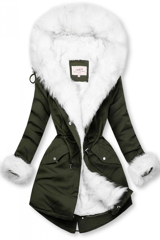 Zeleno/biela parka na zimu s odnímateľnou podšívkou. - zapínanie na zips a patentky - neodopínateľná kapucňa - teplá odnímateľná podšívka - plyš - možnosť regulovať v páse a dolnej časti šnúrkami - v prednej časti vrecká - materiál: 100% polyester