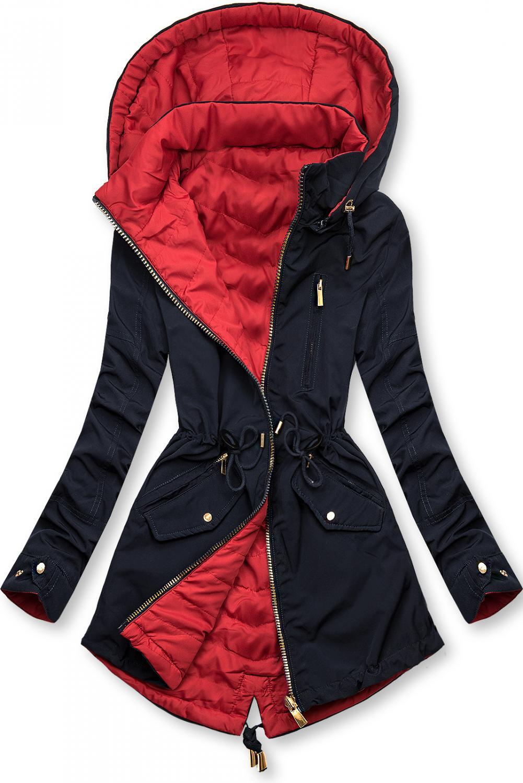 Tmavomodro-červená obojstranná parka. - odopínateľná kapucňa - vyvýšený golier - na bokoch dve vrecká na zips - kovové doplnky v zlatej farbe - sťahovanie v páse - mierne predĺžená zadná časť - materiál: 60% polyester, 40% bavlna, podšívka: 100% polyester