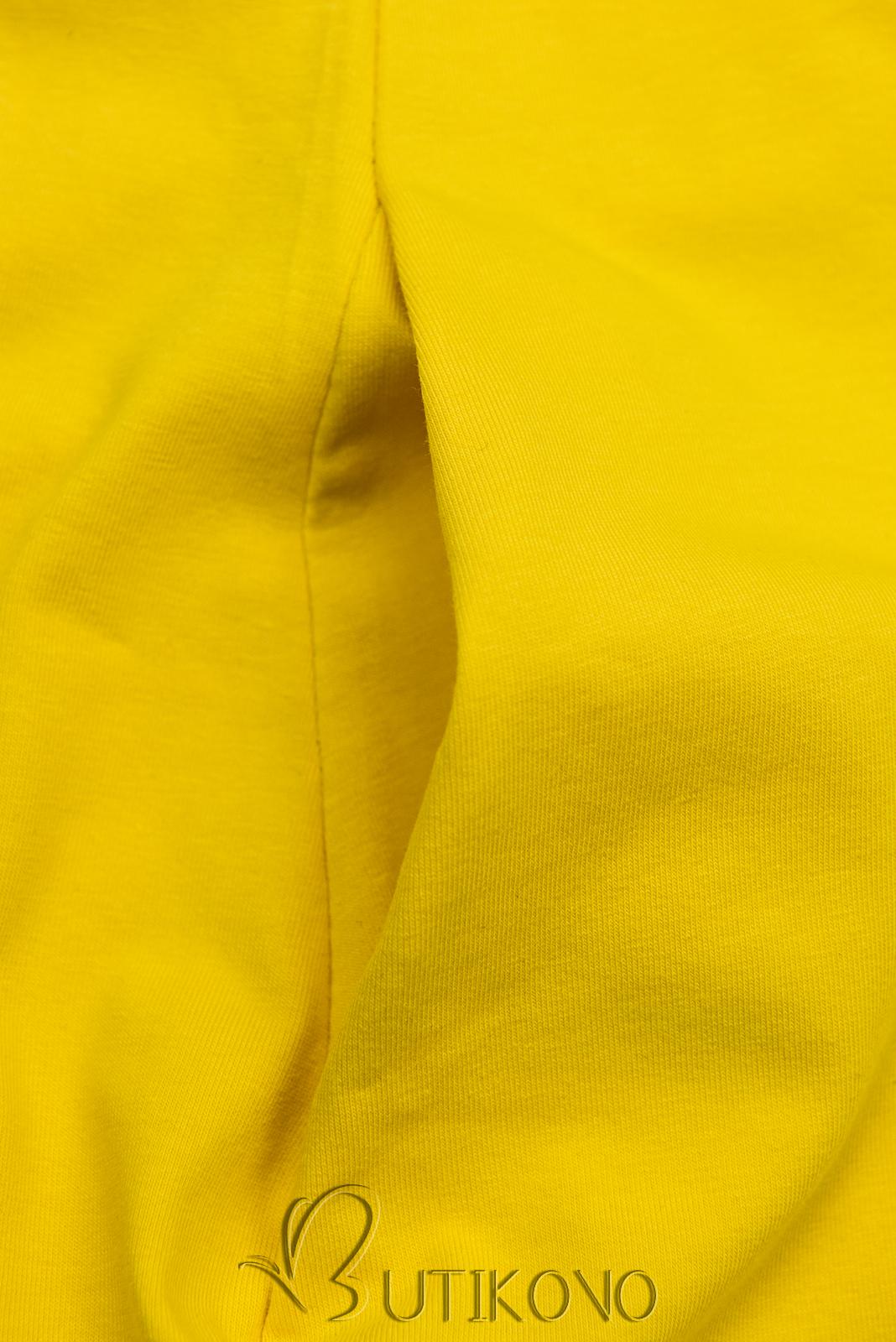 Žlté šaty s motívom tenisiek