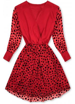 Červené šaty s bodkami