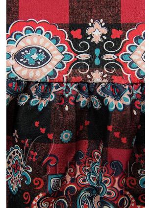 Červené kárované šaty so vzorom