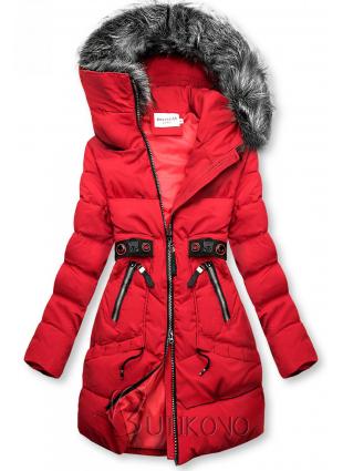 Červená zimná bunda s čiernymi detailami