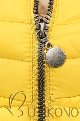 Žltá prešívaná bunda so vzorovanou podšívkou